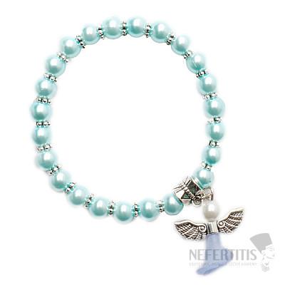 Dětský náramek ze světle tyrkysových skleněných perliček s andělíčkem