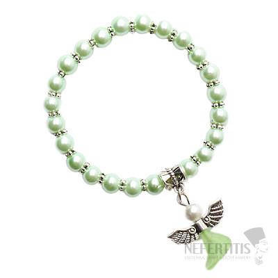 Dětský náramek ze světle zelených skleněných perliček s andělíčkem