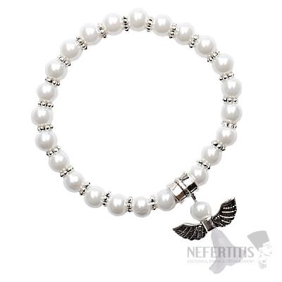 Dětský náramek z bílých skleněných perliček s andělíčkem