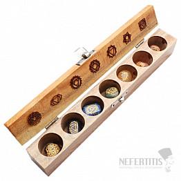 Čakrová sada kamenů se symboly čaker v dřevěné krabičce