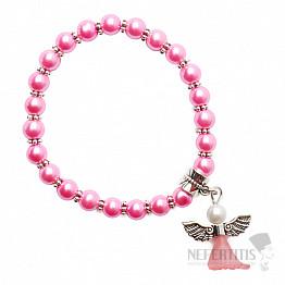 Dětský náramek z růžových skleněných perliček s andělíčkem